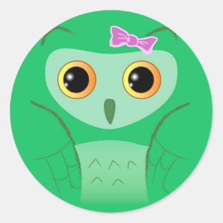 Pequeño búho verde lindo etiquetas redondas