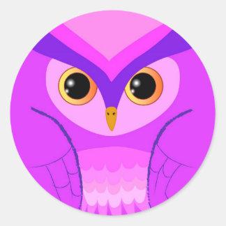 Pequeño búho violeta lindo pegatina redonda