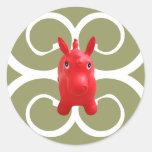 pequeño caballo rojo pegatinas redondas