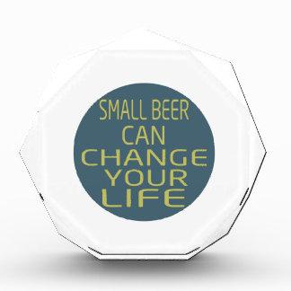 Pequeño cambio de la lata de cerveza su vida