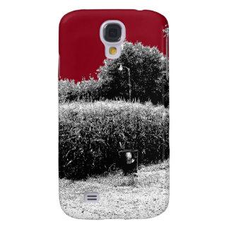 Pequeño campo de maíz con el cielo rojo oscuro