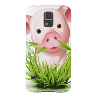 Pequeño cerdo rosado en hierba carcasas de galaxy s5