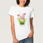 Pequeño cerdo rosado en hierba remera