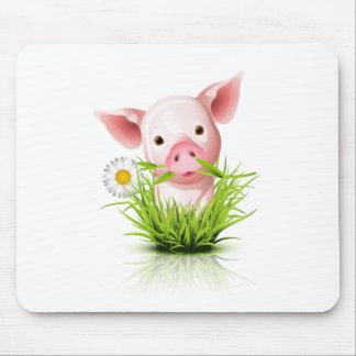 Pequeño cerdo rosado en hierba alfombrilla de ratones