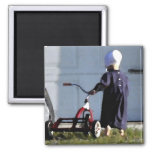 Pequeño chica de Amish con su Trike-Acuarela Imán Cuadrado