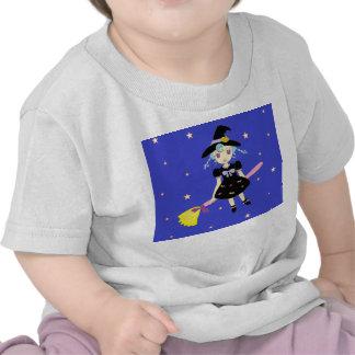 Pequeño chica de la bruja del feliz Halloween Camisetas