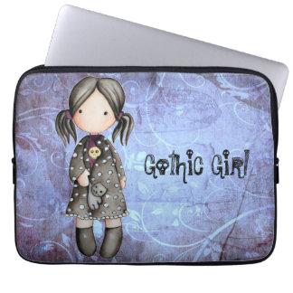 Pequeño chica gótico con la manga del ordenador po fundas portátiles