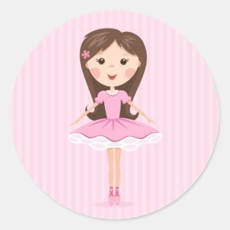 Pequeño chica lindo del dibujo animado de la etiquetas redondas