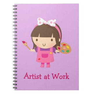 Pequeño chica lindo del pintor del artista en el libro de apuntes