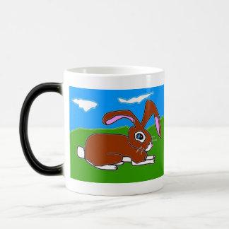 Pequeño conejo de Brown Taza Mágica