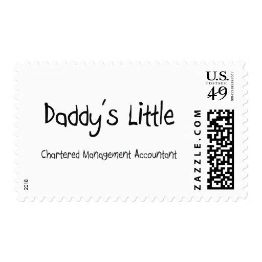 Pequeño contable cargado de la gestión del papá