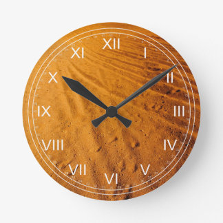 Pequeño desierto reloj redondo mediano