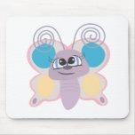 pequeño dibujo animado lindo de la mariposa del ve alfombrillas de ratón