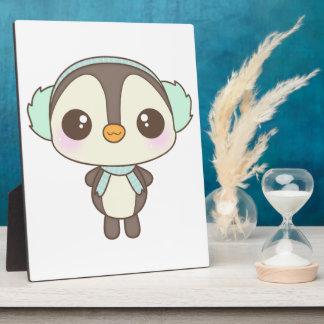 pequeño dibujo animado lindo del pingüino del día  placa