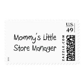 Pequeño encargado de tienda de Mommys Sello