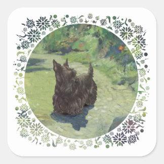Pequeño escocés en el jardín pegatina cuadrada
