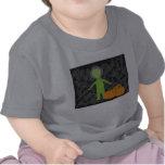 Pequeño extranjero con Pumkins Camisetas