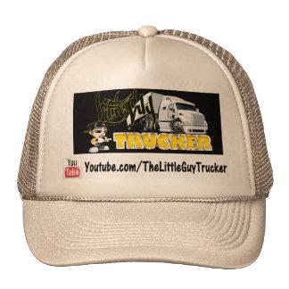 Pequeño gorra del camionero del individuo