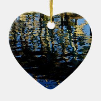 pequeño grebe perdido adorno navideño de cerámica en forma de corazón