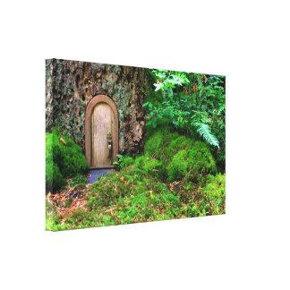 pequeño hogar lindo en el bosque por el healinglov impresiones en lona estiradas
