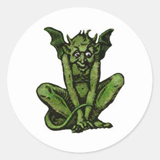 Pequeño hombre verde cubierto de musgo del Goblin Pegatina Redonda