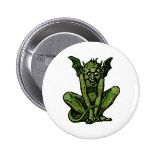 Pequeño hombre verde cubierto de musgo del Goblin Pin Redondo De 2 Pulgadas