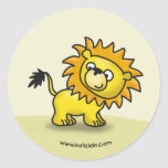 Pequeño león lindo pegatina redonda