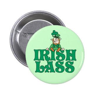 Pequeño Leprechaun de la muchacha irlandesa Pin Redondo De 2 Pulgadas