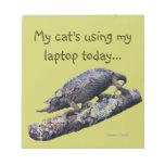 PEQUEÑO mi gato usando mi del ordenador portátil l Blocs De Notas