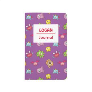 Pequeño modelo colorido feliz lindo de los cuadernos grapados