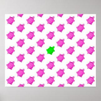 Pequeño modelo lindo de la tortuga rosada verde poster