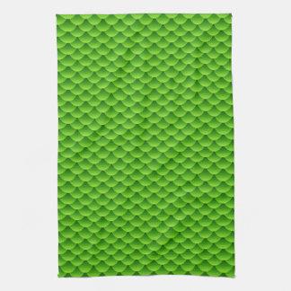 Pequeño modelo verde de la escala de pescados toallas de cocina