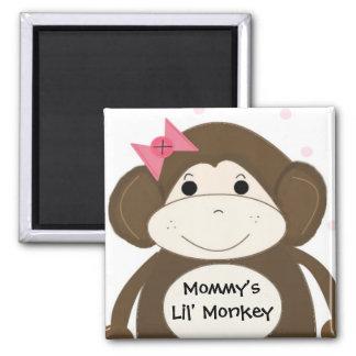 Pequeño mono con una diadema para el pelo rosada iman para frigorífico