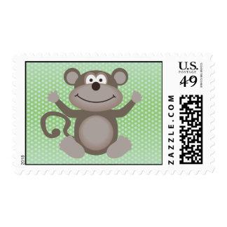 Pequeño mono lindo en verde sellos