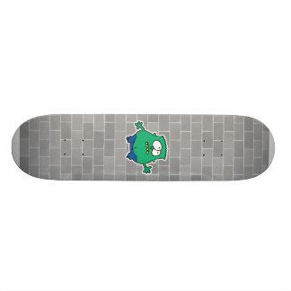 pequeño monstruo verde confuso tabla de patinar