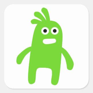 Pequeño monstruo verde lindo pegatina cuadrada