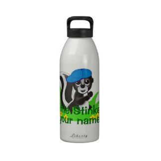Pequeño muchacho personalizado de la cosa malolien botella de beber