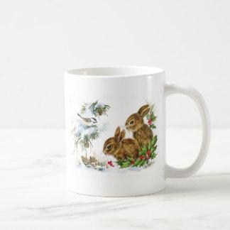 Pequeño navidad de los conejitos taza básica blanca