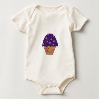 Pequeño niño feliz de la magdalena trajes de bebé
