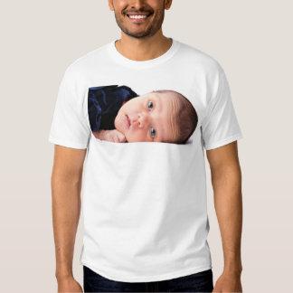 Pequeño niño recién nacido lindo camisas