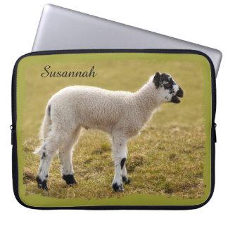 Pequeño nombre lindo de las ovejas del bebé del funda portátil
