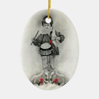 Pequeño ornamento del muchacho del batería adorno navideño ovalado de cerámica