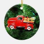 Pequeño ornamento rojo del camión de recogida del ornamento para arbol de navidad