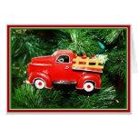 Pequeño ornamento rojo del camión de recogida del tarjeta de felicitación