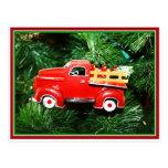 Pequeño ornamento rojo del camión de recogida del postal