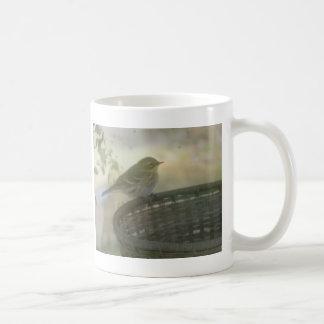 pequeño pájaro taza clásica