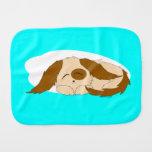 Pequeño perro de perrito soñoliento lindo paños para bebé