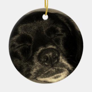 Pequeño perro negro ornamento de navidad