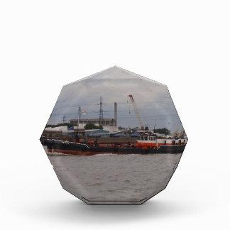 Pequeño petrolero en el Thames