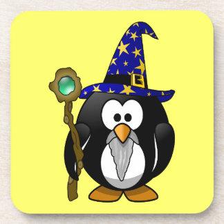 Pequeño pingüino animado lindo del mago posavasos de bebidas